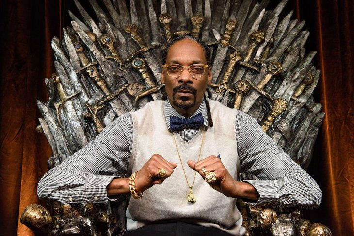 Snoop Dogg sitting on an iron throne. | Photo:Getty Images